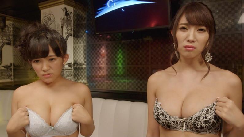 【下着キャプ画像】下着姿でテレビに出てくるタレントさん達のオッパイがヤバいww 10