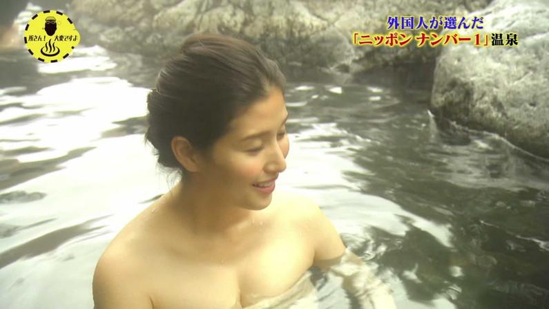 【温泉キャプ画像】もぉちょっとバスタオル下げてほしい巨乳タレントの温泉レポw 17
