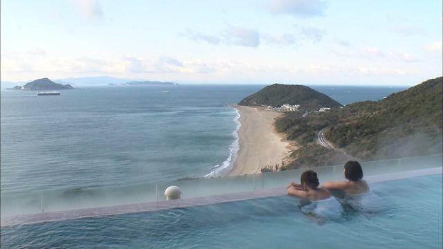 【温泉キャプ画像】もぉちょっとバスタオル下げてほしい巨乳タレントの温泉レポw 20