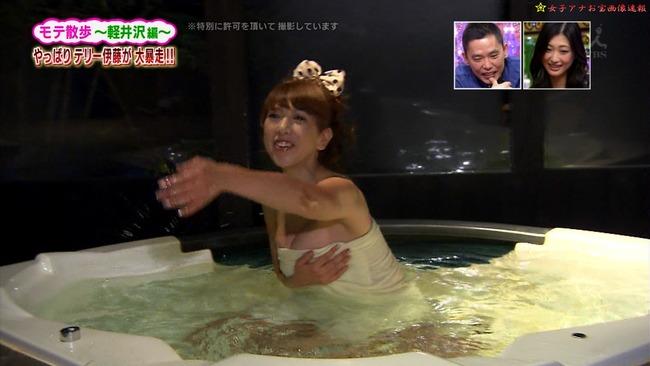【温泉キャプ画像】もぉちょっとバスタオル下げてほしい巨乳タレントの温泉レポw 23