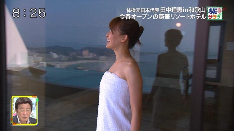【温泉キャプ画像】もぉちょっとバスタオル下げてほしい巨乳タレントの温泉レポw 24