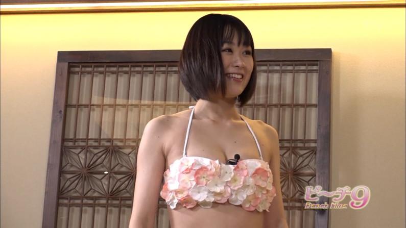 【水着キャプ画像】巨乳タレント達の水着姿がエロすぎるテレビキャプ画像w 18