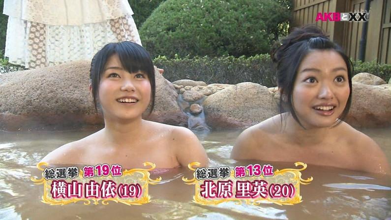 【温泉キャプ画像】人気アイドルまでがバスタオル一枚でテレビに出て温泉レポしてるぞw