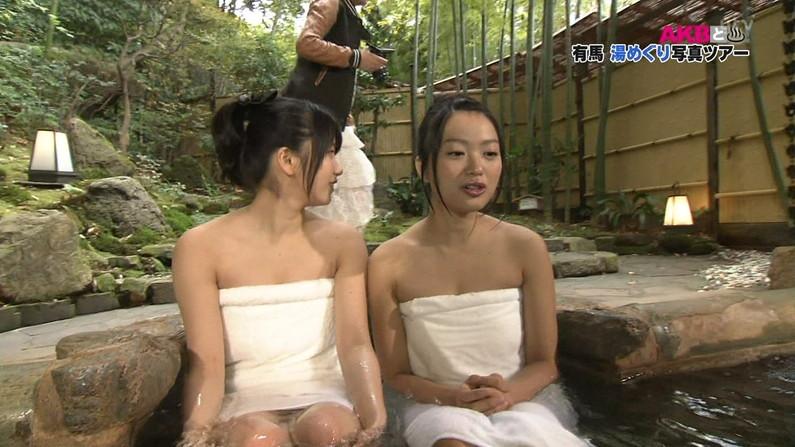 【温泉キャプ画像】人気アイドルまでがバスタオル一枚でテレビに出て温泉レポしてるぞw 11