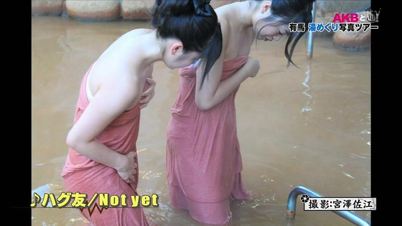 【温泉キャプ画像】人気アイドルまでがバスタオル一枚でテレビに出て温泉レポしてるぞw 13
