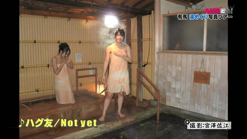 【温泉キャプ画像】人気アイドルまでがバスタオル一枚でテレビに出て温泉レポしてるぞw 15