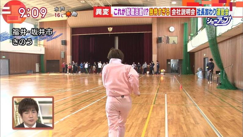 【お尻キャプ画像】ピタパン履いて綺麗なヒップライン見せつけてるタレント達w 03