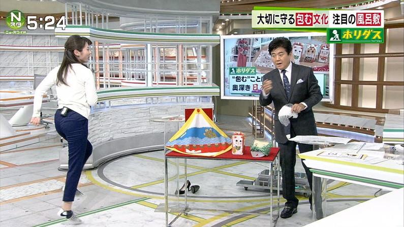 【お尻キャプ画像】ピタパン履いて綺麗なヒップライン見せつけてるタレント達w 07