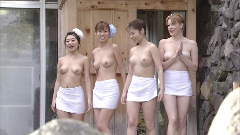 【放送事故画像】乳首まで丸出しでテレビに映る美女達のオッパイエロすぎw 07