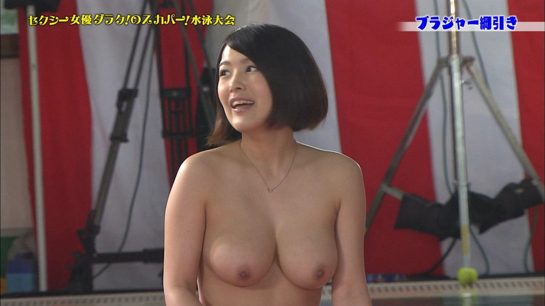 【放送事故画像】乳首まで丸出しでテレビに映る美女達のオッパイエロすぎw 14