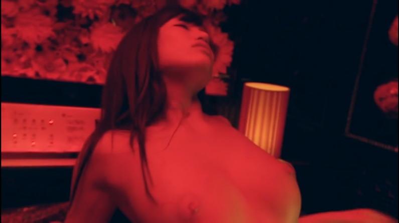 【濡れ場キャプ画像】オッパイ丸出しになって濡れ場を演じる女優さん達ってエロすぎるよなw 03