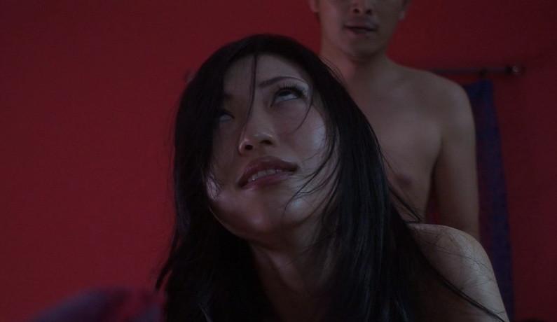 【イキ顔キャプ画像】テレビでイキ顔晒しちゃった変態タレント達w 22