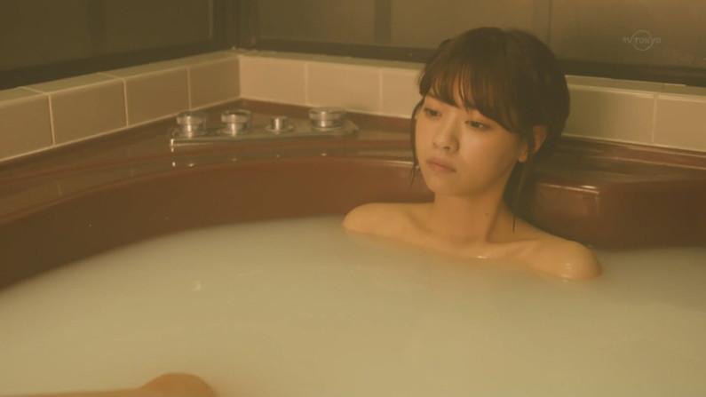 【温泉キャプ画像】乳房はみ出しまくりで温泉レポするタレント達ww 06