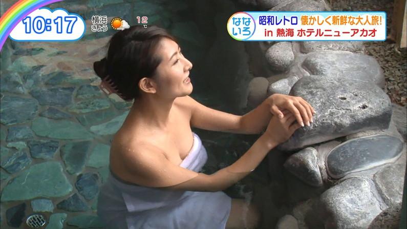 【温泉キャプ画像】乳房はみ出しまくりで温泉レポするタレント達ww 09
