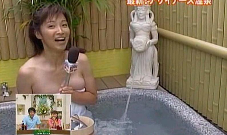 【温泉キャプ画像】乳房はみ出しまくりで温泉レポするタレント達ww 13