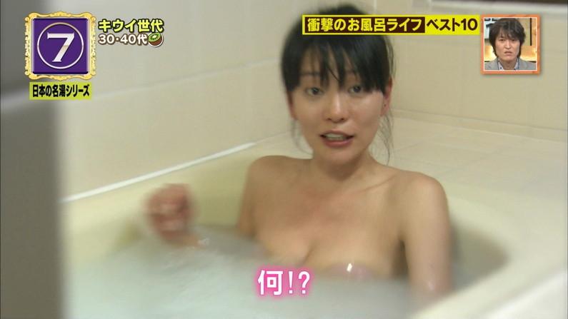 【温泉キャプ画像】乳房はみ出しまくりで温泉レポするタレント達ww 15