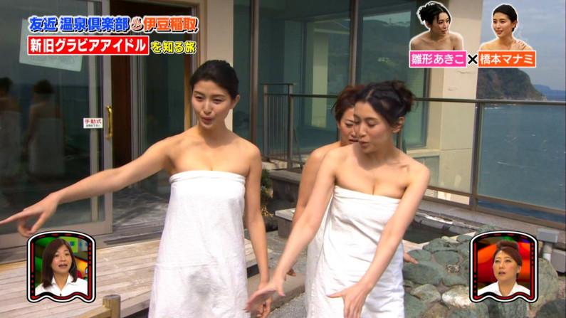 【温泉キャプ画像】乳房はみ出しまくりで温泉レポするタレント達ww 21