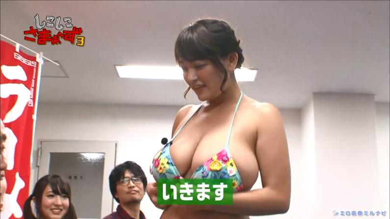 【水着キャプ画像】ここぞとばかりにテレビで水着姿でオッパイアピールする巨乳美女w 15