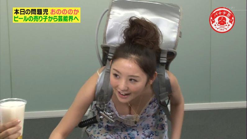 【胸ちらキャプ画像】テレビで胸ちらし過ぎなタレント達w 01