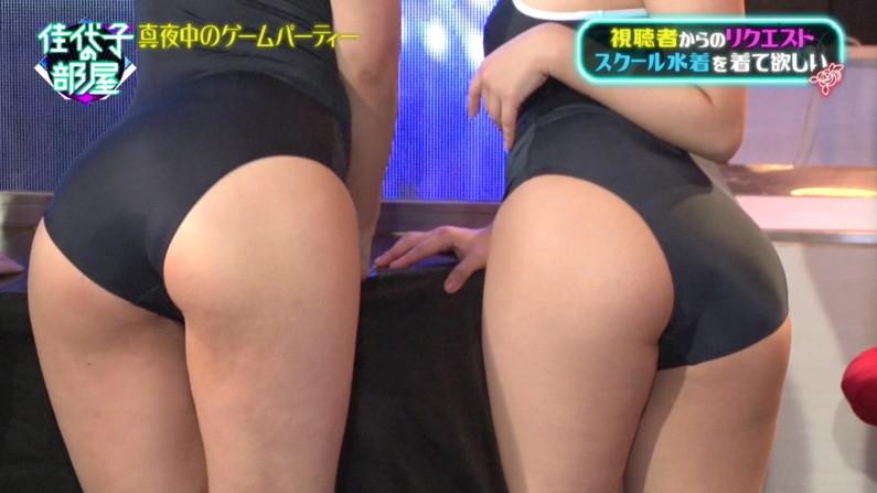 【お尻キャプ画像】テレビに映った水着美女達のハミケツ見放題ww 01