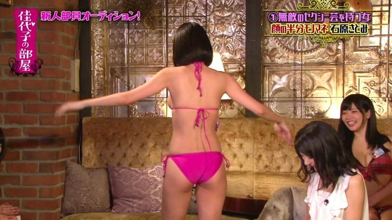 【お尻キャプ画像】テレビに映った水着美女達のハミケツ見放題ww 06