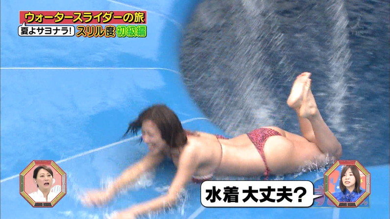 【お尻キャプ画像】テレビに映った水着美女達のハミケツ見放題ww 09