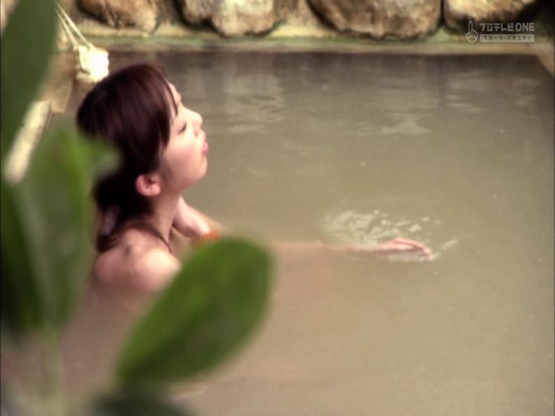 【お宝キャプ画像】もっと温泉に行こうで美女がエロいお尻丸出しで温泉に入ってるぞw