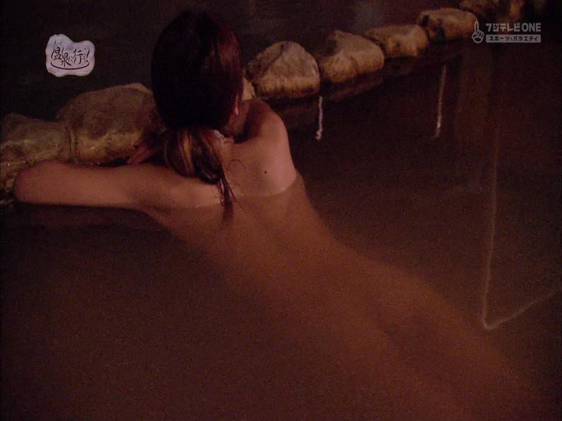 【お宝キャプ画像】もっと温泉に行こうで美女がエロいお尻丸出しで温泉に入ってるぞw 21