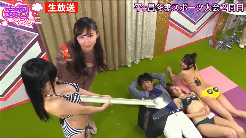 【水着キャプ画像】テレビでビキニからハミ乳しまくりのエロい美女達が映りまくりw 19