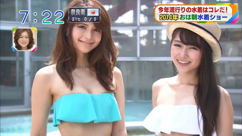 【水着キャプ画像】テレビでビキニ着た美女達のオッパイがはみ出しそうになってるw 07