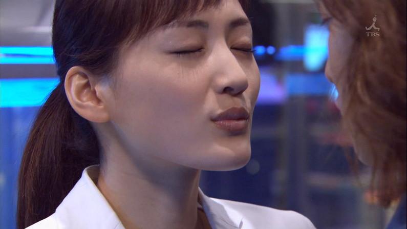 【キスキャプ画像】テレビ越しでもドキドキしちゃうタレントさん達のキス顔やキスシーンw