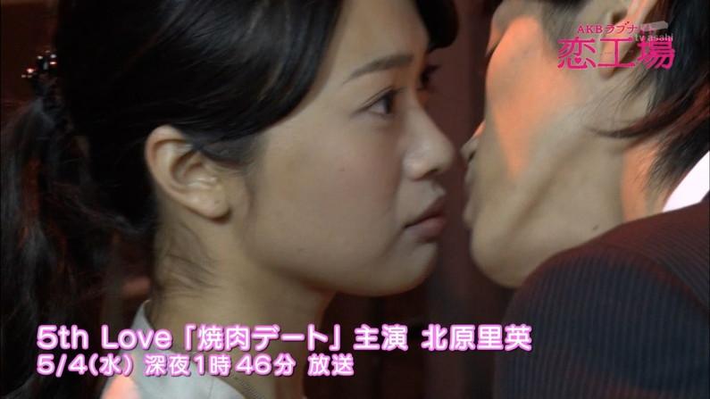 【キスキャプ画像】テレビ越しでもドキドキしちゃうタレントさん達のキス顔やキスシーンw 13