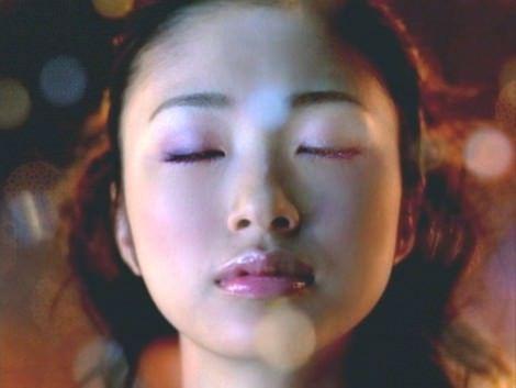 【キスキャプ画像】テレビ越しでもドキドキしちゃうタレントさん達のキス顔やキスシーンw 16