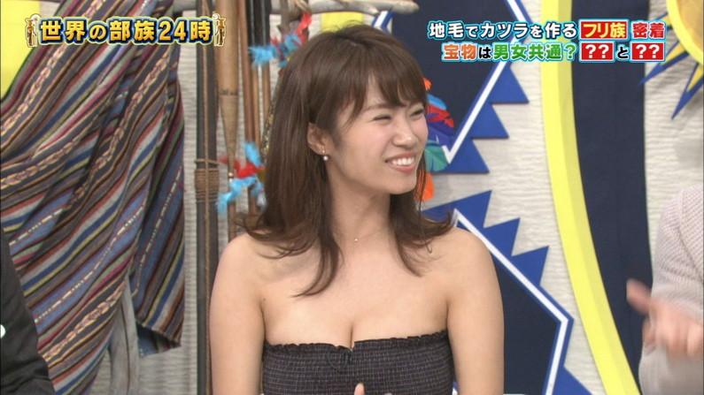 【胸チラキャプ画像】テレビに映ったエロい谷間の美女達w