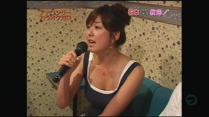 【胸チラキャプ画像】テレビに映ったエロい谷間の美女達w 01