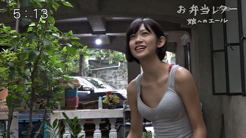 【胸チラキャプ画像】テレビに映ったエロい谷間の美女達w 07