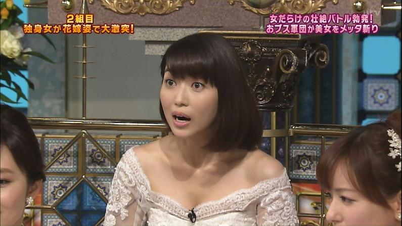 【胸チラキャプ画像】テレビに映ったエロい谷間の美女達w 09