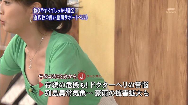 【胸チラキャプ画像】テレビに映ったエロい谷間の美女達w 10