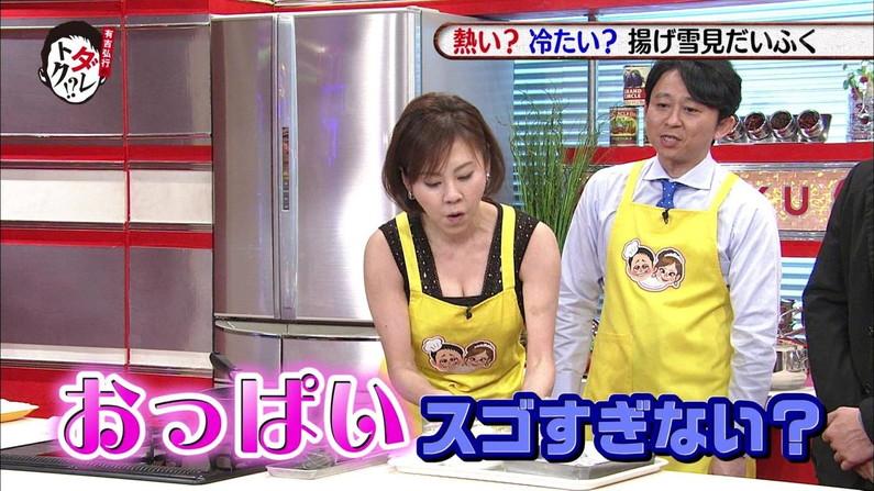【胸チラキャプ画像】テレビに映ったエロい谷間の美女達w 13