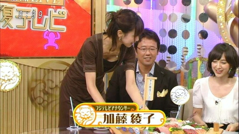 【胸チラキャプ画像】テレビに映ったエロい谷間の美女達w 15