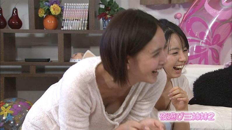 【胸チラキャプ画像】テレビに映ったエロい谷間の美女達w 19