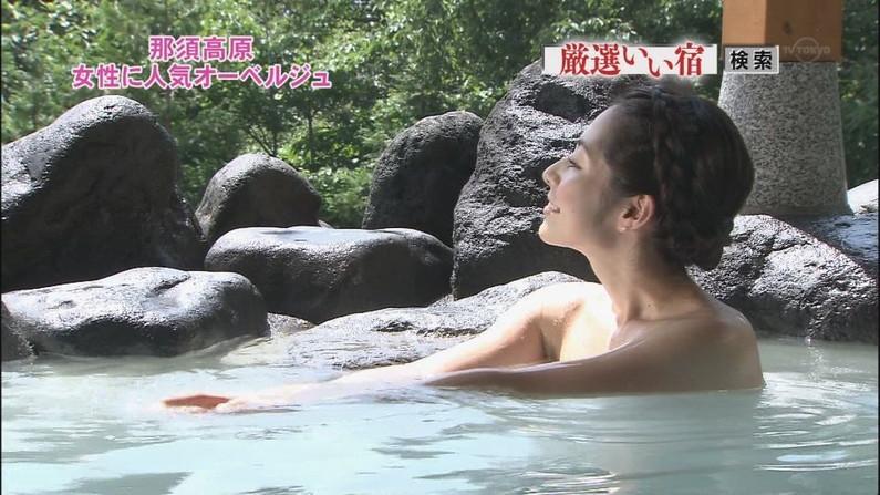 【温泉キャプ画像】谷間がエロすぎるタレントさん達の温泉レポww 05