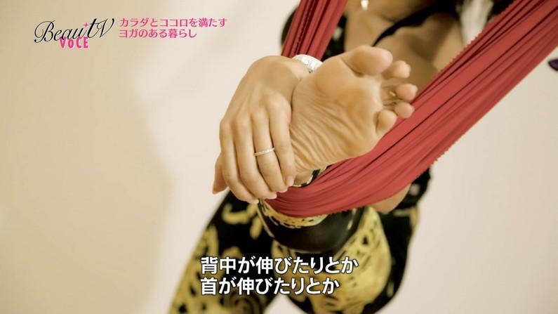足コキして欲しくなる美女の足裏画像