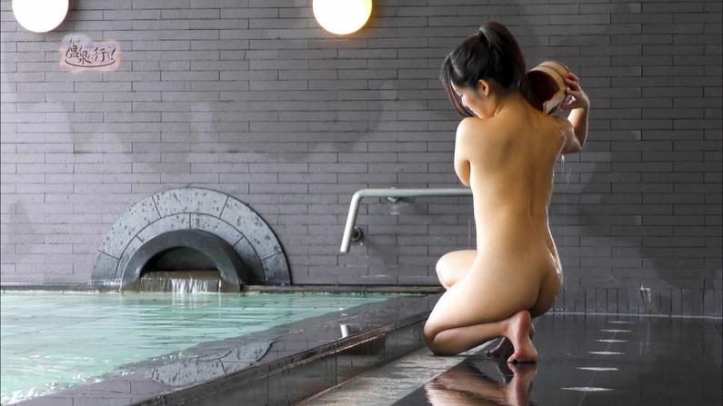 【温泉キャプ画像】絶対にポロリ期待してしまう巨乳タレント達の温泉レポw 04