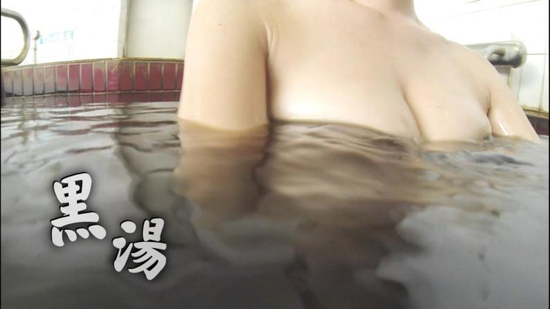 【温泉キャプ画像】絶対にポロリ期待してしまう巨乳タレント達の温泉レポw 09