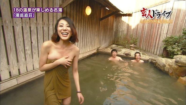 【温泉キャプ画像】絶対にポロリ期待してしまう巨乳タレント達の温泉レポw 15