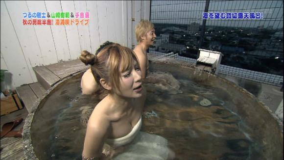 【温泉キャプ画像】絶対にポロリ期待してしまう巨乳タレント達の温泉レポw 19
