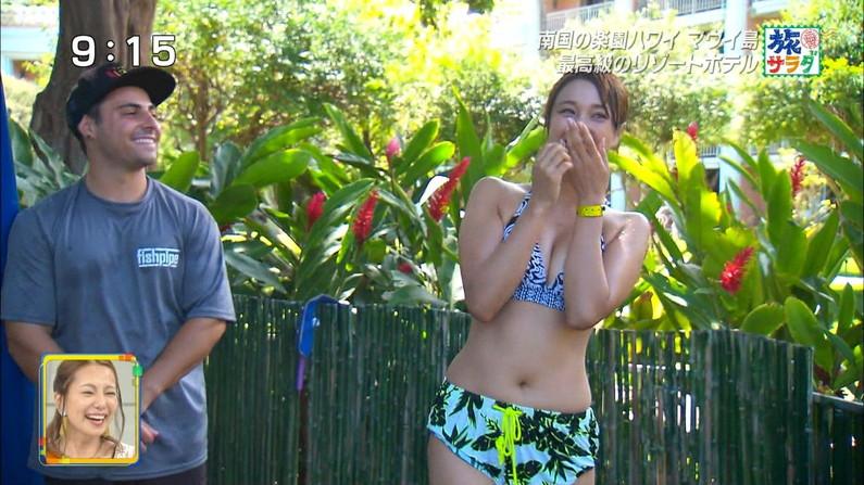 【水着キャプ画像】テレビに映るビキニ美女達のオッパイがこぼれそうww 09