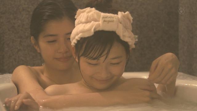【温泉キャプ画像】タレント達の入浴シーンでハミ乳しまくりw 17