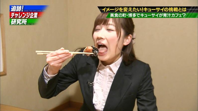 【疑似フェラキャプ画像】大きな口空けてやらしい顔しながら食レポしてるタレント達w